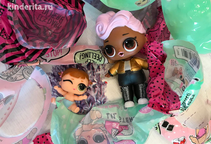 Кукла Лол и её младшая сестричка.