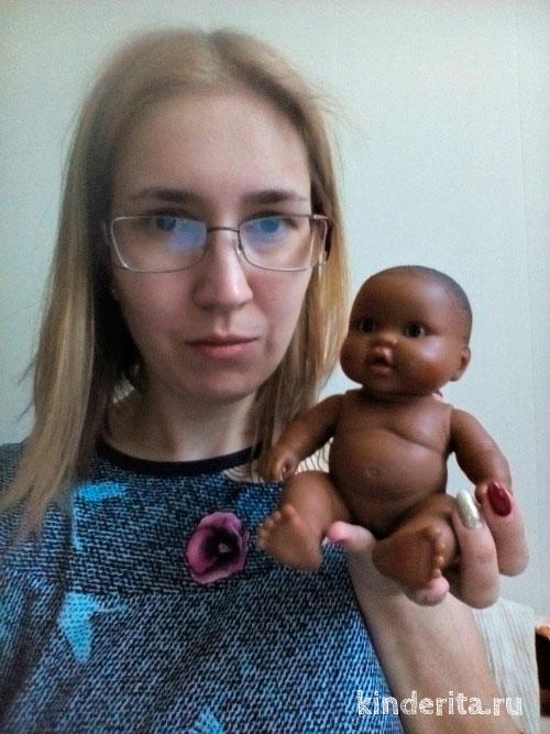 Женщина с игрушкой.