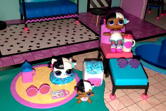 Куклы из домика ЛОЛ.