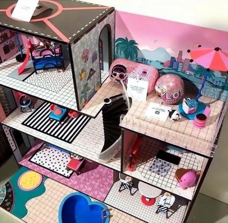 Первая картинка с домиком для ЛОЛ кукол.
