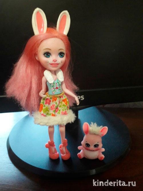 Кукла с кроликом.