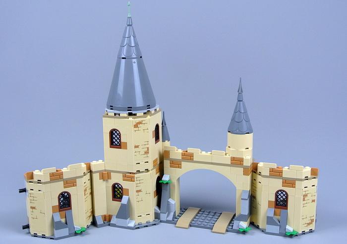 Часть замка Хогвартс из конструктора Лего Гремучая ива.