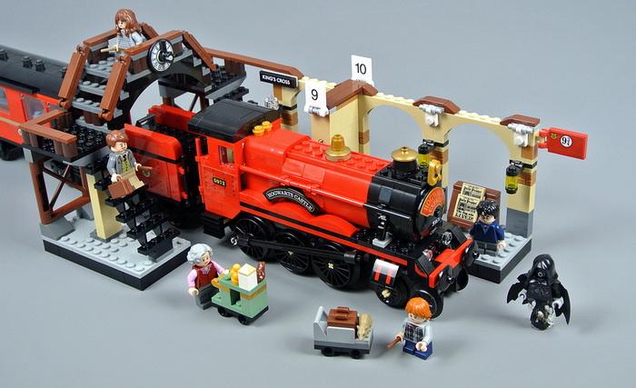 Lego 75955 Паровоз, который отвезёт вас в Хогвартс.