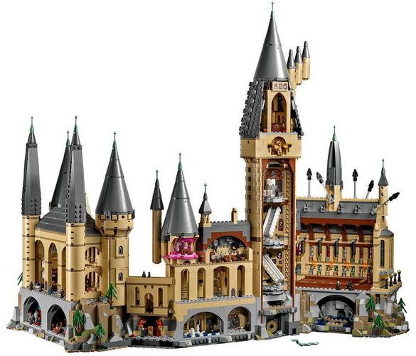 Hogwarts Castle Lego.