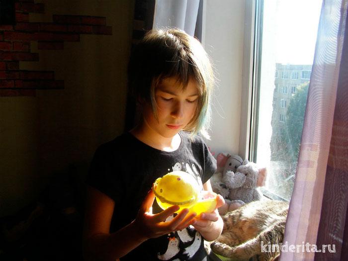 Девочка с шариком.