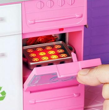 Плита в доме мечты куклы Барби.