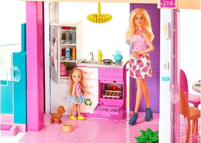 Кухня Барби в доме мечты.