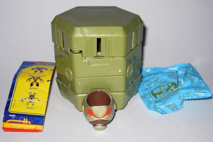 Распаковка робота-трансформера в капсуле.
