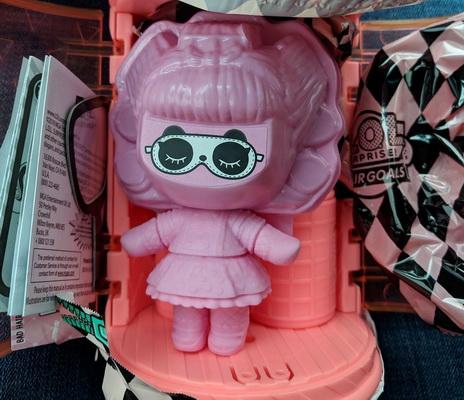 Кукла в маскировочном костюме.