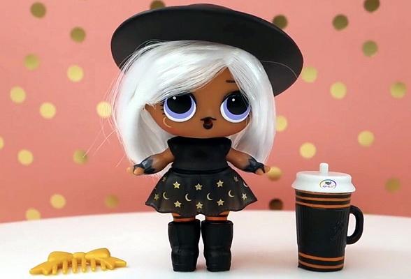 Маленькая ведьмочка Witchay Babay — волшебница с белыми волосами.