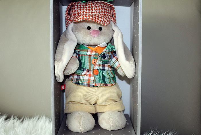 Мягкая игрушка из плюша кролик Мики.