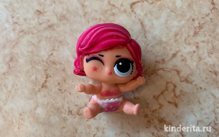 Кукла ЛОЛ меняет цвет в горячей или холодной воде.