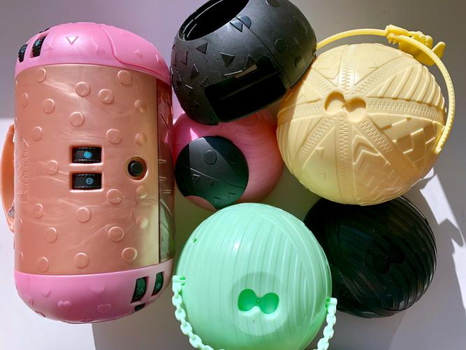 Капсула ЛОЛ, шарики от кукол — всё это пластиковый мусор, который трудно переработать.