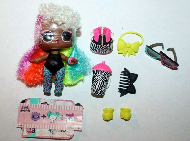 Valley B.B. — куколка с радужными волосами.
