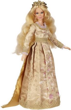 Аврора в золотом платье.