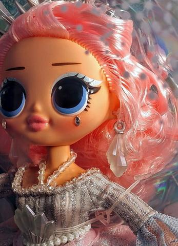 Розовая кукла ЛОЛ.
