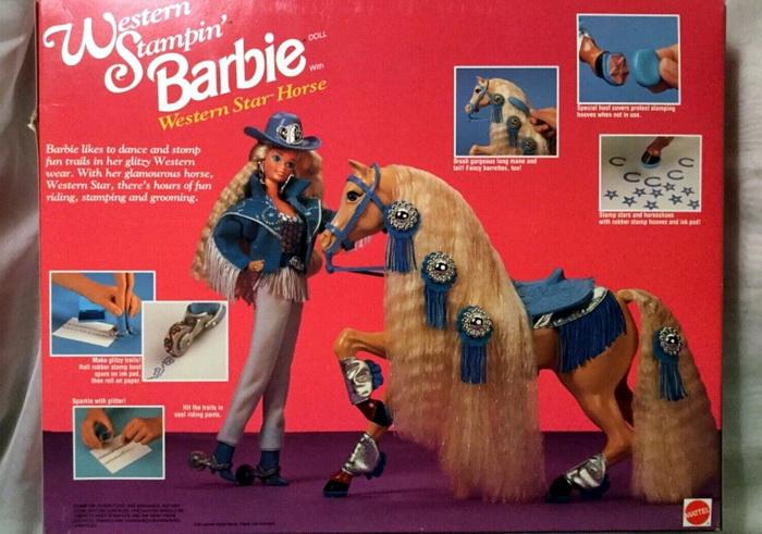Набор с куклой и лошадкой.
