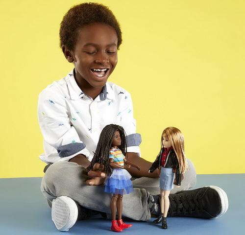 Играем с куклами без пола.