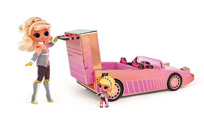 Сестрёнки ЛОЛ отправляются в путешествие на автомобиле.